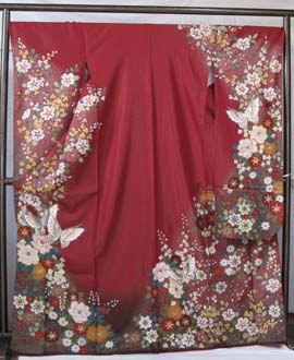 総ラメのしっかりとした生地にオパール箔で描かれた蝶と洋花の振袖。