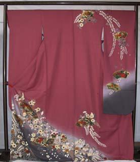 右の画像に近い地色に辻が花模様を描きだした振袖。